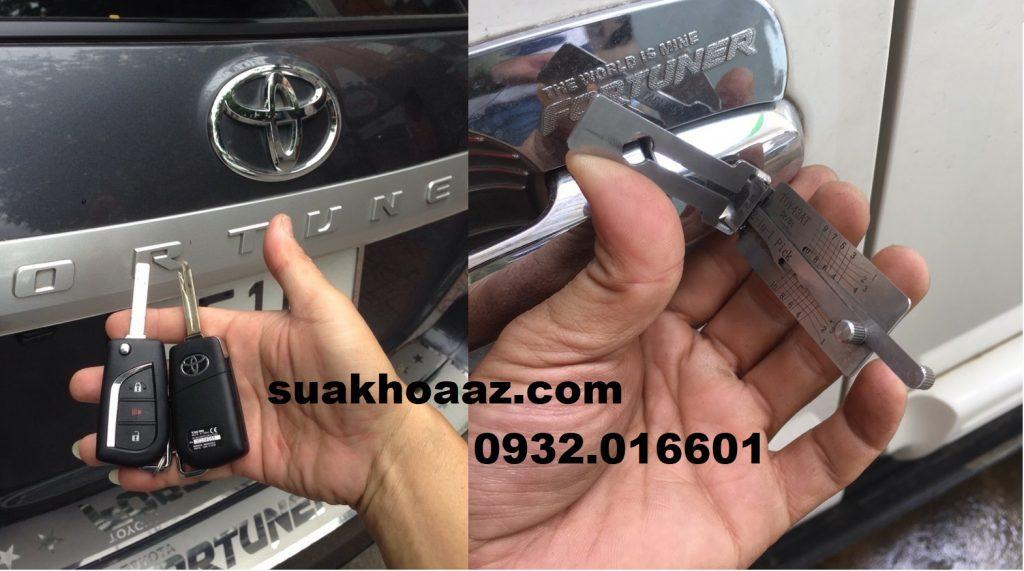 Mở khóa và làm chìa xe ô tô tại quận Tân Phú