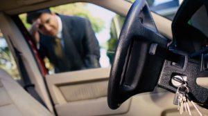 Quên chìa khóa trong xe ô tô